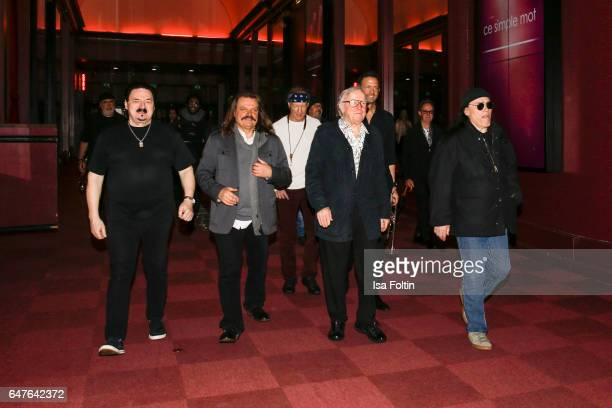 Bobby Kimball Leslie Mandoki Bill Evans Klaus Doldinger Till Broenner and Tony Carey on the way to the last rehearsal for the concert 'Man Doki...