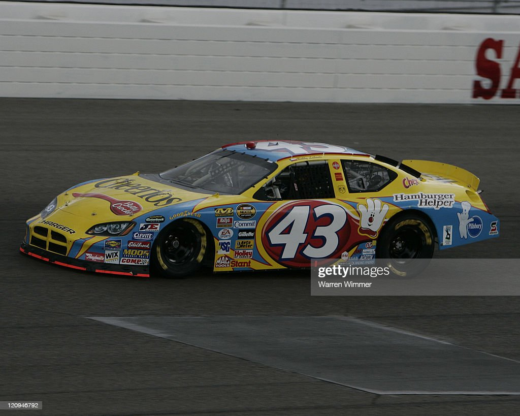 NASCAR - Nextel Cup - UAW-Daimler Chrysler 400 - March 12, 2006 : News Photo
