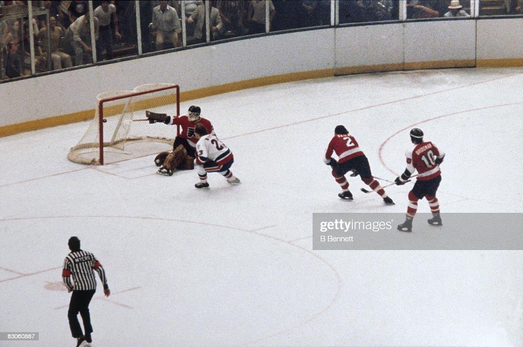 1980 Stanley Cup Finals - Game 6:  Philadelphia Flyers v New York Islanders : News Photo