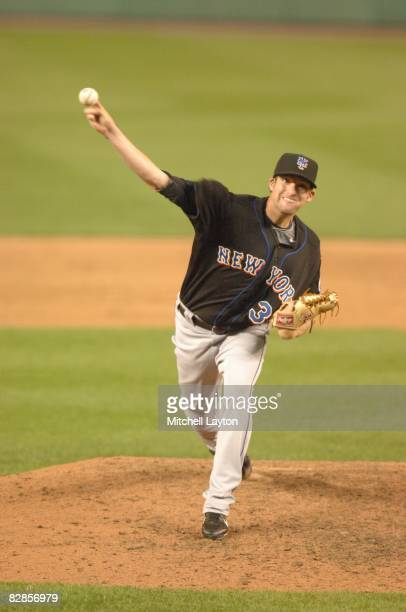Bobby Parnell#39 of the New York Mets pitches during a baseball game against the Washington Nationals on September 15 2008 at Nationals Park in...