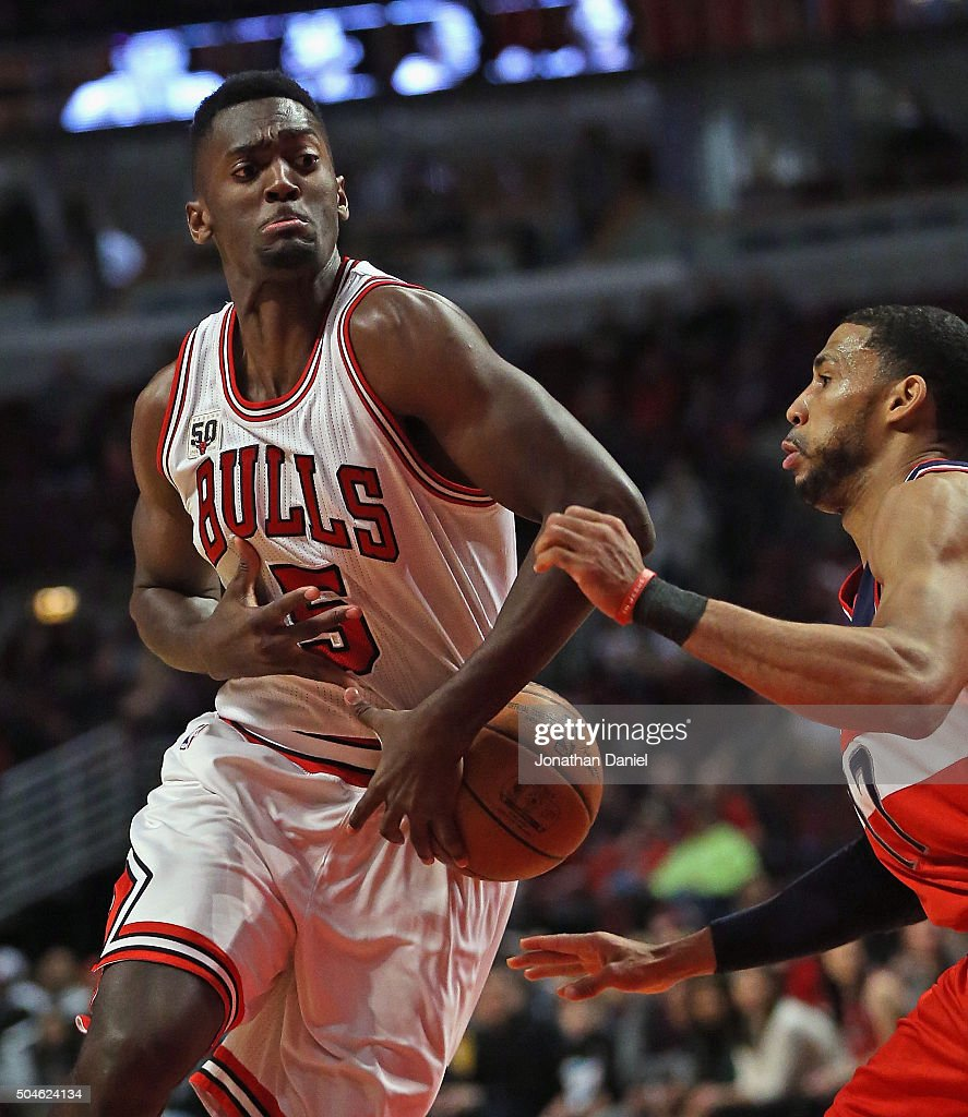 Bobby Portis #5 of the Chicago Bulls looses control of the ball under pressure from Garrett Temple #17 of the Washington Wizards at the United Center on January 11, 2016 in Chicago, Illinois. The Wizards defeated the Bulls 114-100.