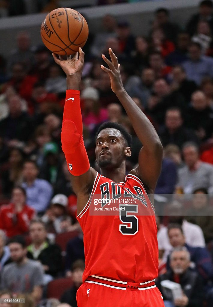 Bobby Portis #5 of the Chicago Bulls shoots against the LA Clippers at the United Center on March 13, 2018 in Chicago, Illinois. The Clippers defeated the Bulls 112-106.