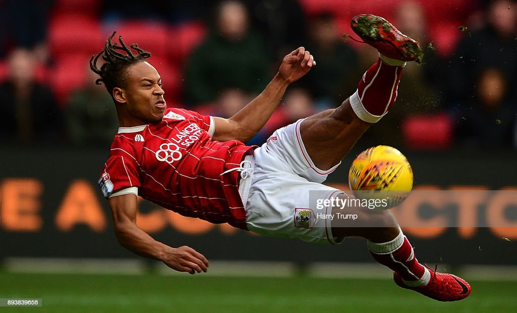 Bobby Reid of Bristol City attempts a shot during the Sky Bet Championship match between Bristol City and Nottingham Forest at Ashton Gate on December 16, 2017 in Bristol, England.