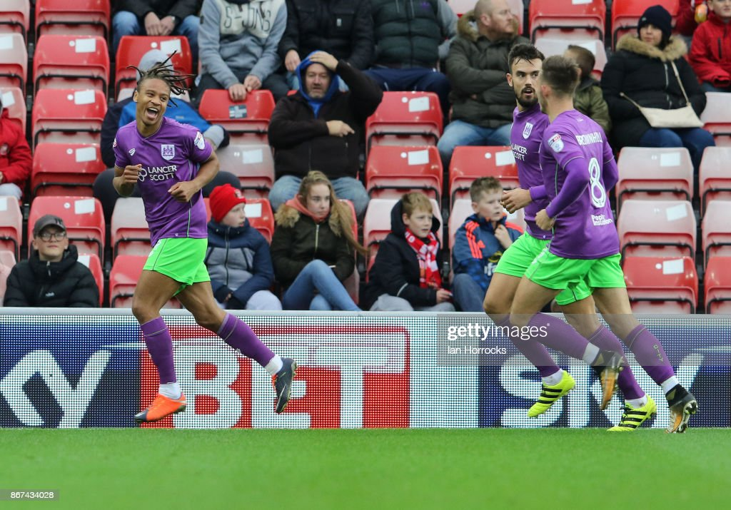 Bobby Reid of Bristol City (L) celebrates scoring the opening goal during the Sky Bet Championship match between Sunderland and Bristol City at Stadium of Light on October 28, 2017 in Sunderland, England.