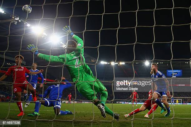 Bobby Reid of Bristol City misses from close range with a golden chance during the Sky Bet Championship match between Cardiff City and Bristol City...
