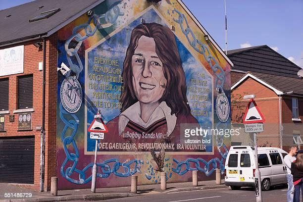 Bobby Sands Wandbild an der Falls Road erinnert an Bobby Sands der 1981 beim Hungerstreik der IRAHäftlinge ums Leben kam