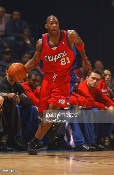 Bobby Simmons of the Los Angeles Clippers drives against the Washington Wizards during the game on February 11 2005 at the MCI Center in Washington...