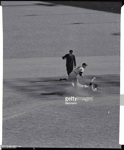 Bobby Thomson out at 2nd during the 4th game of the World Series against the Yankees