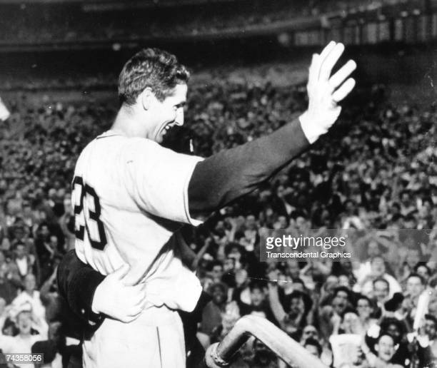 Bobby Thomson waves to the cheering crowd after his walk off home run defeated the Brooklyn Dodgers for the National League pennant on October 1,...