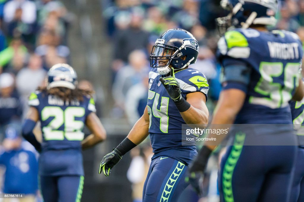 Bobby Wagner (54) of the Seattle Seahawks calls out a play in the first 80d4f2d47