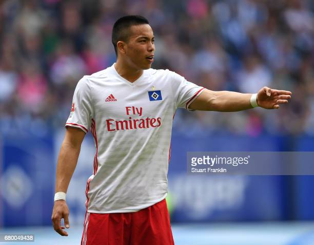 Bobby Wood of Hamburg looks dejected during the Bundesliga match between Hamburger SV and 1 FSV Mainz 05 at Volksparkstadion on May 7 2017 in Hamburg...