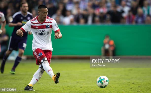 Bobby Wood of Hamburg scores his teams first goal during the DFB Cup match between VfL Osnabrueck and Hamburger SV at Osnatel Arena on August 13 2017...