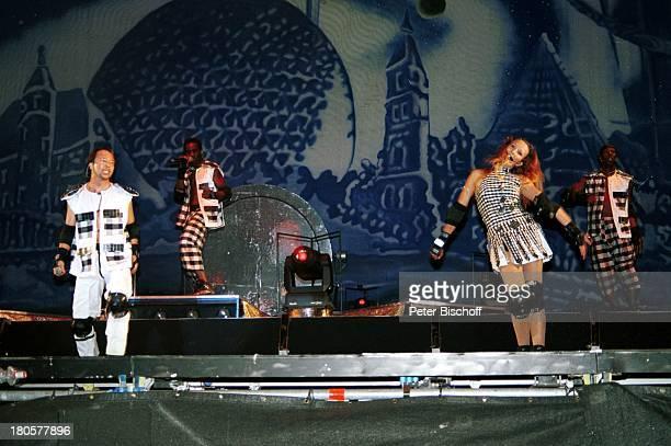Bobo , Ehefrau Nancy Rentzsch , Crailsheim/Baden-Württemberg, Open-Air-Konzert, Auftritt, Bühne, Mikrofon, Kostüm, Mikrophon, Protektoren,...