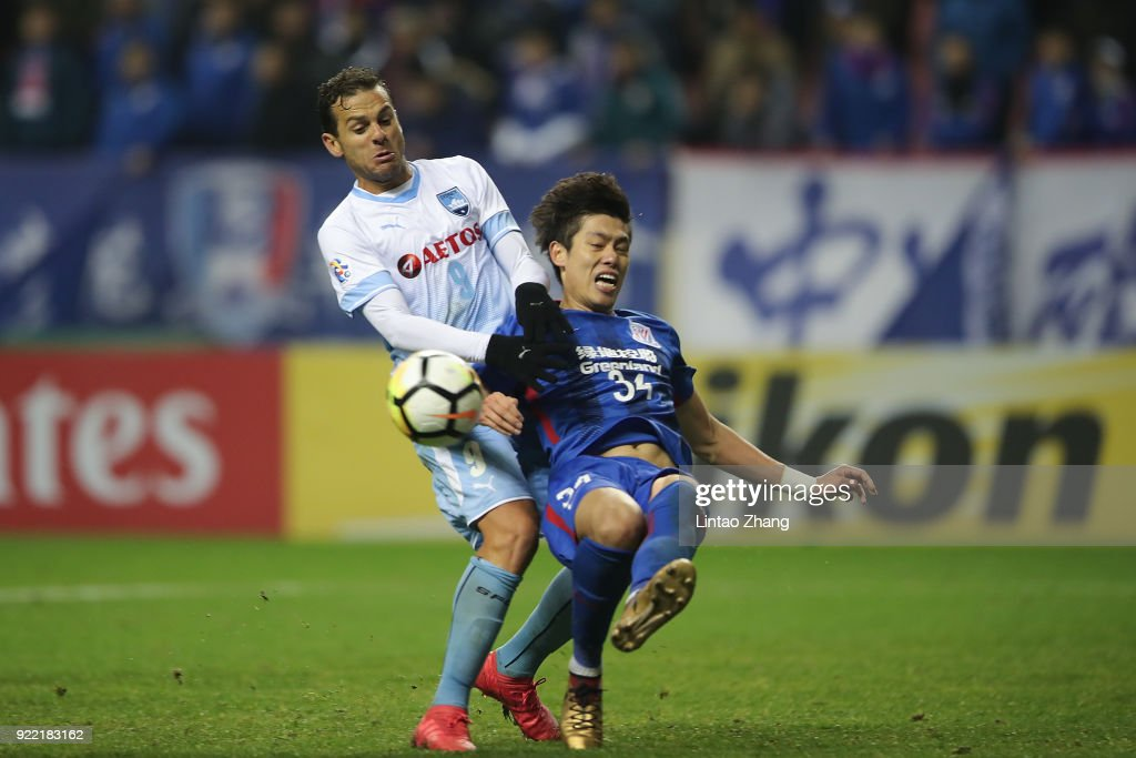 Bobo of Sydney FC competes the ball with Bi Jinhao of Shanghai Shenhua FC during the AFC Champions League Group H match between Shanghai Shenhua FC and Sydney FC at Hongkou Stadium on February 21, 2018 in Shanghai, China.