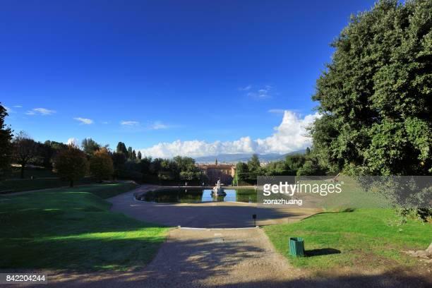 boboli gardens and pitti palace, florence, italy - pitti foto e immagini stock