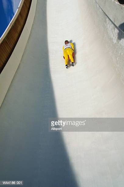 bobsledder on track - luge - fotografias e filmes do acervo