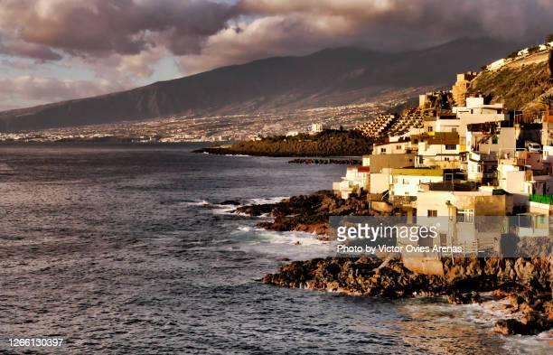 boca cangrejo, a tiny traditional fishermen village on the south coast of tenerife - victor ovies fotografías e imágenes de stock
