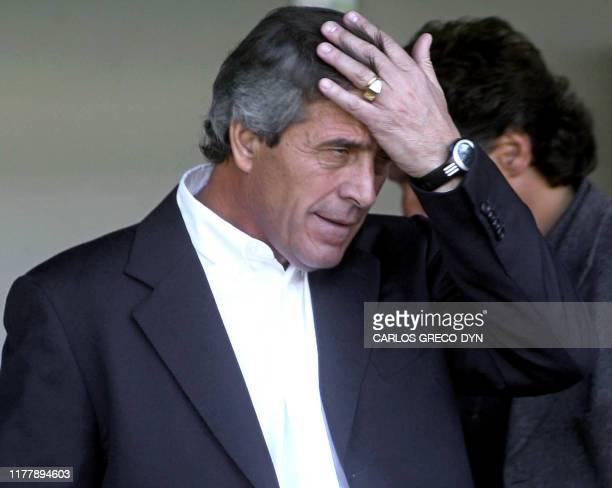 Boca Junior soccer coach Oscar Tab·rez reacts to his team's defeat 22 September 2002 in Buenos Aires, Argentina. El director tEÌcnico de Boca...