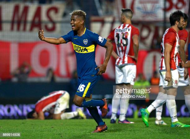 Boca Juniors' Colombian midfielder Wilmar Barrios celebrates after scoring a goal against Estudiantes during their Argentina First Division Superliga...