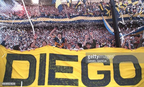 Boca Juniors fans greet their team led by Argentine controversial soccer star Diego Maradona 14 September before the game against Newell's Old Boys...