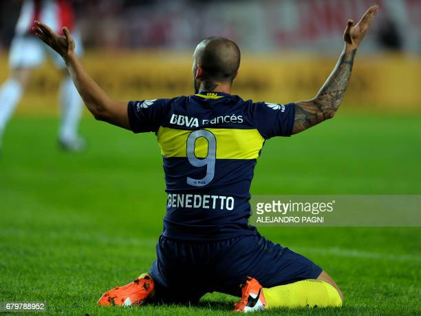 Boca Juniors' forward Dario Benedetto reacts after missing a goal opportunity against Estudiantes during their Argentina First Divsion football match...