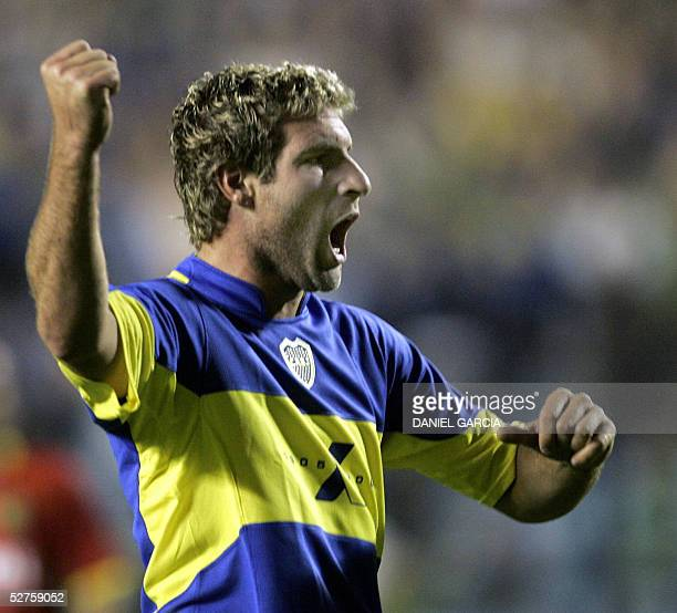 Boca Juniors' Martin Palermo celebrates after scoring the second goal against Deportivo Cuenca 04 May 2005 during their Libertadores Cup Group 8...