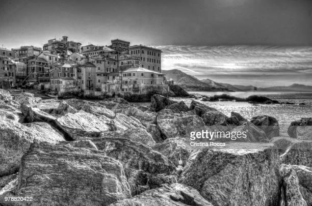 boccadasse in bianco e nero - bianco e nero stock pictures, royalty-free photos & images
