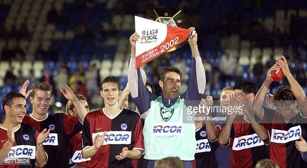 FINALE 2002 Bochum HERTHA BSC BERLIN FC SCHALKE 04 41 JUBEL TEAM HERTHA Michael PREETZ