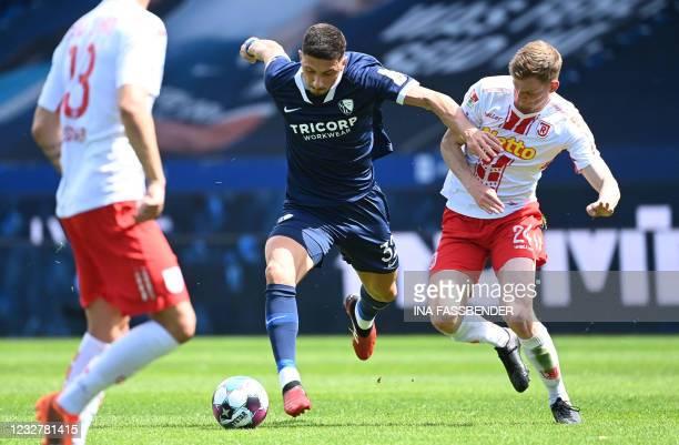 Bochum's Austrian midfielder Robert Zulj and Regensburg's German-Canadian defender Scott Kennedy vie for the ball during the German second division...