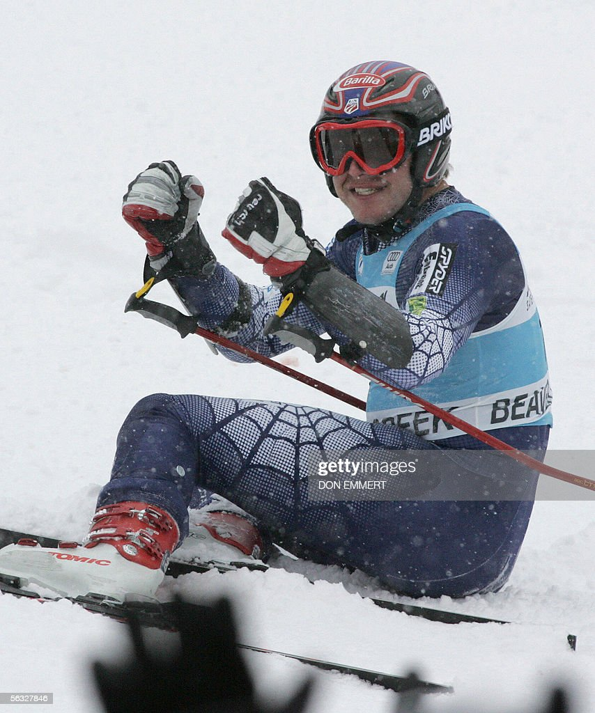 Bode Miller of the US celebrates with the crowd after winning the World Cup men's Giant Slalom 03 December 2005 on the Birds of Prey course in Beaver Creek, Colorado. Miller won with a time of 2:34.56. AFP PHOTO/Don EMMERT