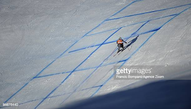 Bode Miller of the USA skis during the Audi FIS Alpine Ski World Cup Men's Downhill Training on December 17, 2009 in Val Gardena, Italy.
