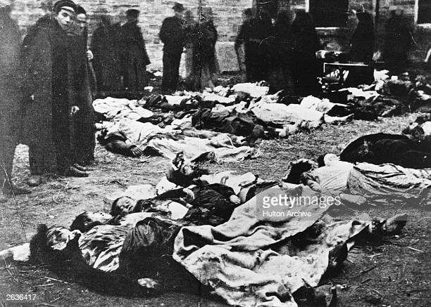 Bodies await burial in a Jewish cemetery during the Russian Empire's Revolution of 1905