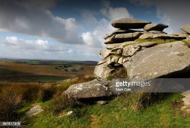 bodmin moor stones - moruno fotografías e imágenes de stock