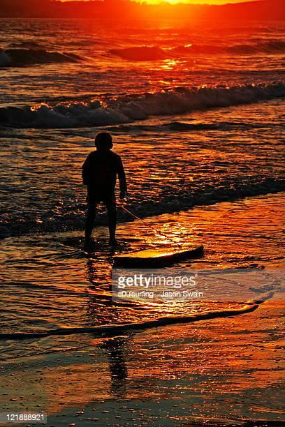 body boarding at sunset - s0ulsurfing stockfoto's en -beelden