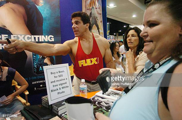 Body builder Lou Ferrigno signs autographs for the crowd during the ComicCon Convention July 24 2004 in San Diego California ComicCon is the world's...