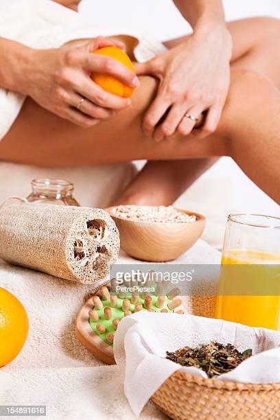 Cuidado del cuerpo. Orgánicos tratamiento de la piel. Masaje con naranja, avena, la miel.