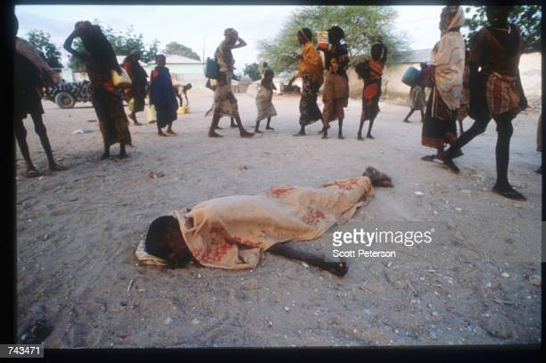 Body lies on the road to Juba river September 14, 1992 in Somalia. The outbreak of civil war in this east African nation has caused widespread famine...
