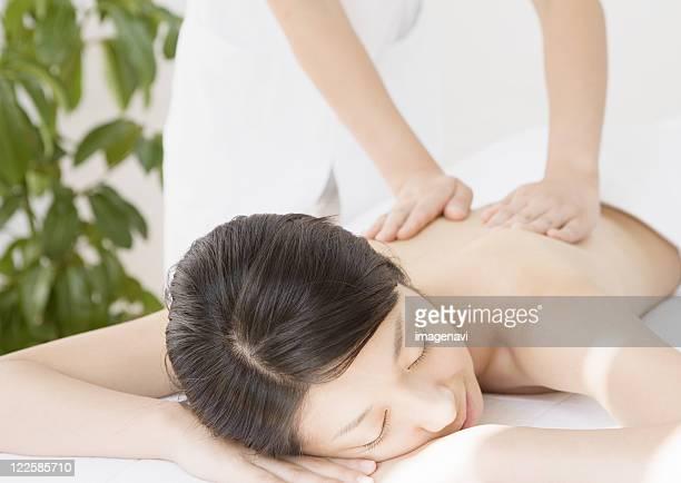 body massage - estetista foto e immagini stock