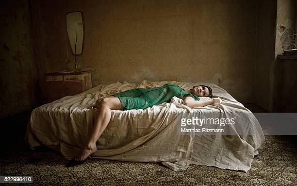 body of woman in bed - female corpse stock photos and pictures
