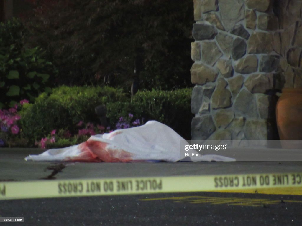 2 dead in crash outside shopping mall in Paramus, New Jersey : Fotografía de noticias