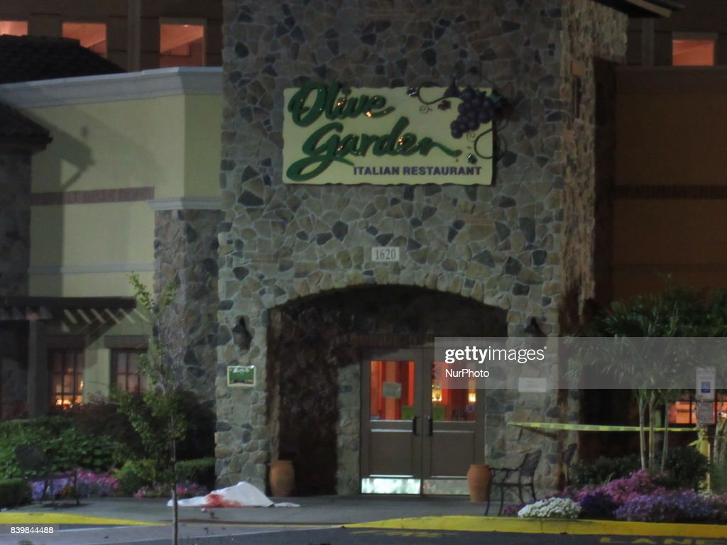 2 dead in crash outside shopping mall in Paramus, New Jersey : News Photo