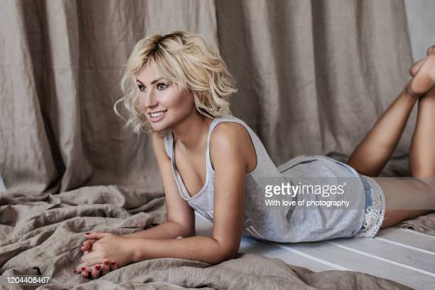 body positive, beautiful young female cheerful smiling blond hair 20-25 years old in white cloths, positive emotions, happy young adult, real people, femininity, beautiful smiling girl looking at camera, self care, beauty treatment, beauty product - この撮影のクリップをもっと見る 2025 stock pictures, royalty-free photos & images
