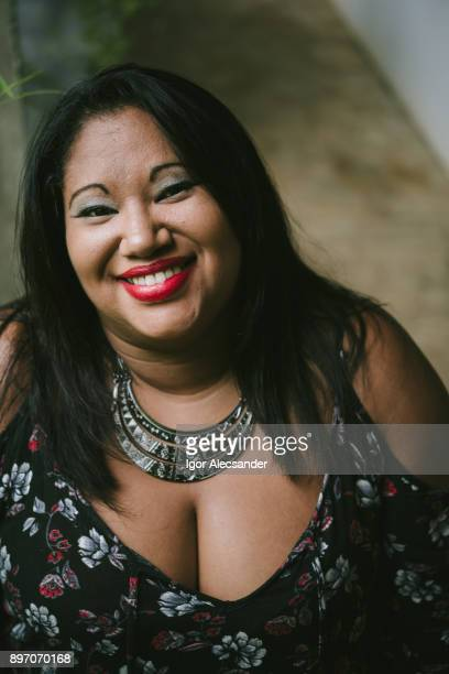 body positive latin woman - women with large breast stock pictures, royalty-free photos & images