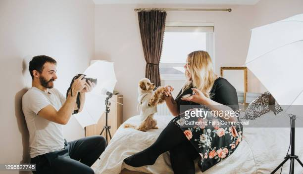 body positive social media icon performs in a small bedroom with her boyfriend acting as a camera operator - shooting crime stock pictures, royalty-free photos & images