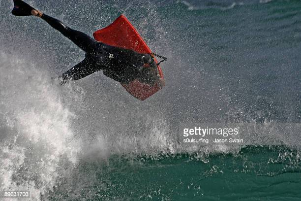 bodyboarding at porthcurno - s0ulsurfing stock pictures, royalty-free photos & images