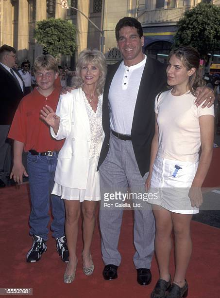Bodybuilder and Actor Lou Ferrigno Carla Green son Lou Ferrigno Jr and son Shanna Ferrigno attend the Eraser Hollywood Premiere on June 11 1996 at...