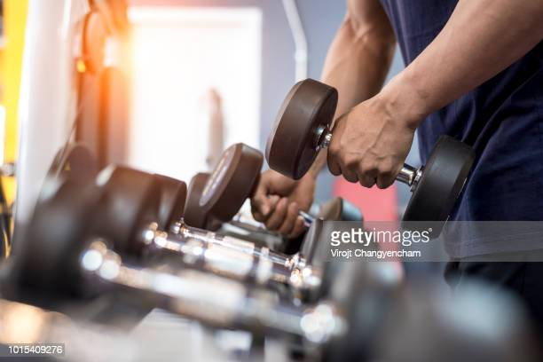 bodybuilding and weight-lifting - bodybuilding stockfoto's en -beelden