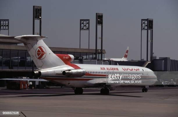 Boeing 727 d'Air Algérie à l'aéroport Charles-de-Gaulle en mai 1997 à Roissy, France.