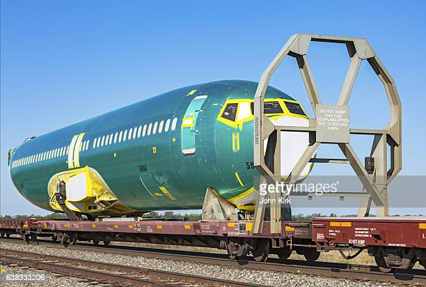 cu boeing 737 aircraft fuselage #5953 on bnsf train - wichita stock photos and pictures