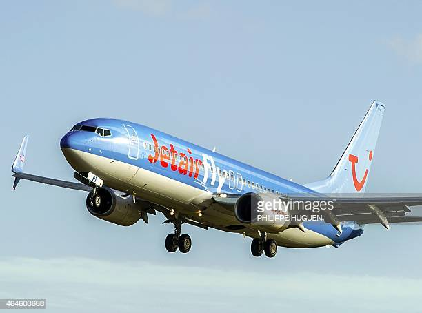 Boeing 737-800 from the Jetairfly company lands at Lille-Lesquin's airport, northern France, on February 27, 2015. AFP PHOTO / PHILIPPE HUGUEN / AFP...